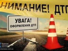 В Крыму неизвестный автомобиль сбил двух молодых людей