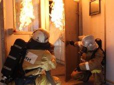 Крымские пожарные тестируют прибывшую из России технику