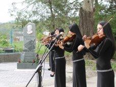 В Крыму открыли памятник крымскотатарскому поэту