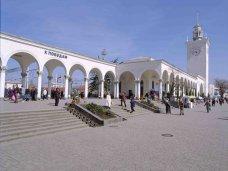 Парковка на вокзале в Симферополе будет передана в городскую собственность