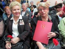 В Симферополе ветеранам-блокадникам вручили памятные знаки
