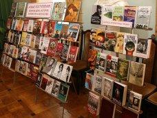 Воинские части Крыма получили 2 тыс. книг