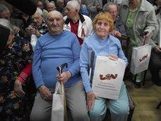 Инвалидам и ветеранам войны вручили подарки от Минздрава России