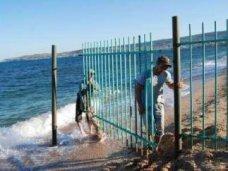 В Крыму снова пообещали освободить прибрежную зону от заборов и незаконных построек