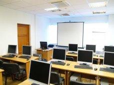 Школа Симферополя получила компьютеры от Санкт-Петербурга