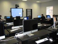 Школа Севастополя получила гуманитарную помощь от Роскосмоса