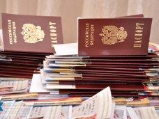 Российские паспорта получили около 80% симферопольских выпускников