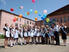 Аксенов поздравил крымских школьников с праздником последнего звонка