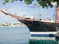 В Севастополе стоит легендарный барк «Седов»