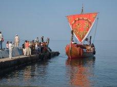 В Феодосии встречали парусно-весельную деревянную ладью «Славяна»