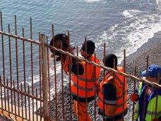Незаконные заборы на пляжах Крыма будут сносить два года