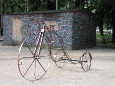 Для Детского парка Симферополя выкуют ретроавтомобиль и паровоз