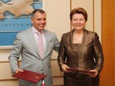 Госсовет Крыма подписал соглашение с Иркутской областью