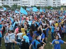 В Симферополе отметили День крымскотатарского флага