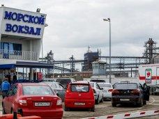 Из-за шторма на Керченской переправе застрял транспорт
