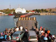В порту «Кавказ» ожидают парома 730 автомобилей