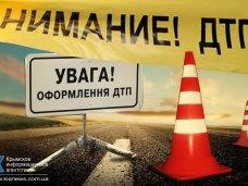 В Симферополе «ВАЗ» упал с моста
