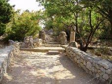 В Симеизе памятники археологии оказались в запущенном состоянии
