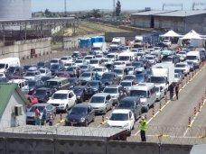 Растет очередь автомобилей в порту «Кавказ» на Керченской переправе