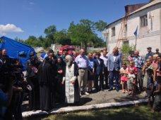 В Крыму российский священник передал беженцам 100 тыс. рублей