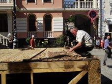 В центре Симферополя снова демонтировали летние кафе