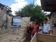В Симферополе многодетной семье помогают восстановить сгоревший дом