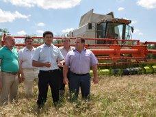 Вице-премьер Крыма поздравил хлеборобов с намолотым миллионом тонн зерна
