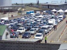 На Керченской переправе почти 3 тыс. машин ожидают очереди