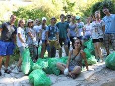 В Крыму состоялся волонтерский тур «Помогай и путешествуй»