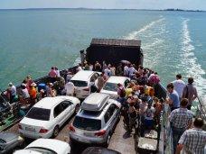Керченская переправа перевезла за сутки 3 тыс. машин