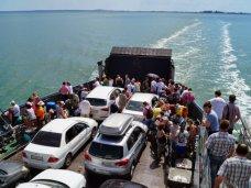 В порту «Кавказ» на Керченской переправе ожидают очереди 215 машин