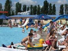 Симферопольские дети-сироты бесплатно посетили аквапарк