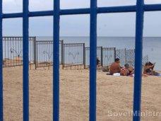 В Феодосии снесли заборы на пляжах