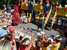 Мордовия подарила Симферополю детский игровой городок