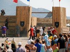 В Судаке стартовал фестиваль «Генуэзский шлем»