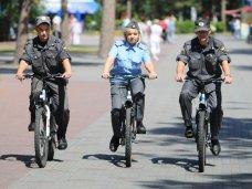 Набережную Феодосии патрулируют полицейские на велосипедах