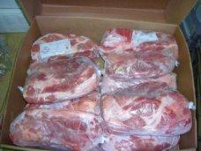 В Крым из Украины стали чаще завозить контрафактную свинину