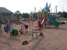 Российский боксер открыл детскую площадку в Симферопольском районе