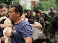 Беженцев из Украины через Крым направляют в российские регионы