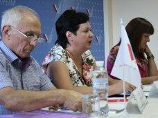 Министр образования встретилась с родительскими комитетами Крыма