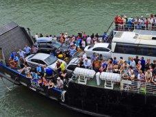 В августе на Керченской переправе перевезли 630 тыс. пассажиров