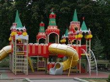 Во дворах Севастополя установят детские площадки в виде Кремлевских башен
