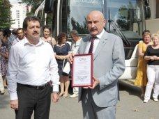 Татарстан передал крымскотатарскому театру в Симферополе современный автобус