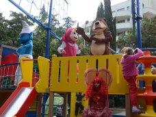 В Ялте установили детскую площадку в форме парусника