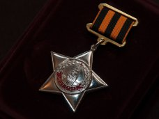 Аксёнову вручили памятный знак Международного союза «Наследники Победы»