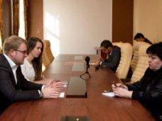 Дмитрий Полонский провел встречу с деканом факультета журналистики КФУ