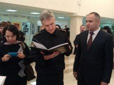 Федеральная служба судебных приставов подарила крымской библиотеке более тысячи книг по юриспруденции