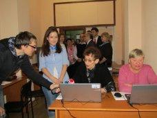 В рамках программы «Бабушка и дедушка онлайн» в Симферополе открыли первый центр компьютерной грамотности