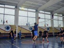 Крымские судебные приставы обыграли в волейбол пенитенциариев