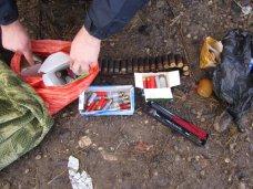 У жителя Белогорска в стоге сена полиция нашла наркотики, оружие и боеприпасы